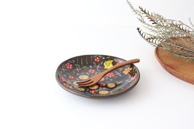 【一点もの】黒土色絵付け丸皿 陶器 工房双子堂 やちむん 画像2