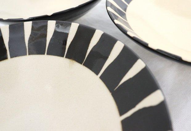 美濃焼 黒化粧十草(とくさ) 平鉢 陶器  画像3