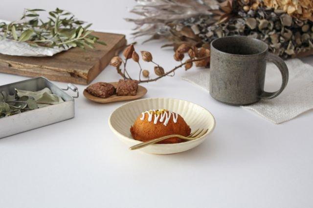4寸皿 まる菊 灰釉(薄黄色) 陶器 たくまポタリー