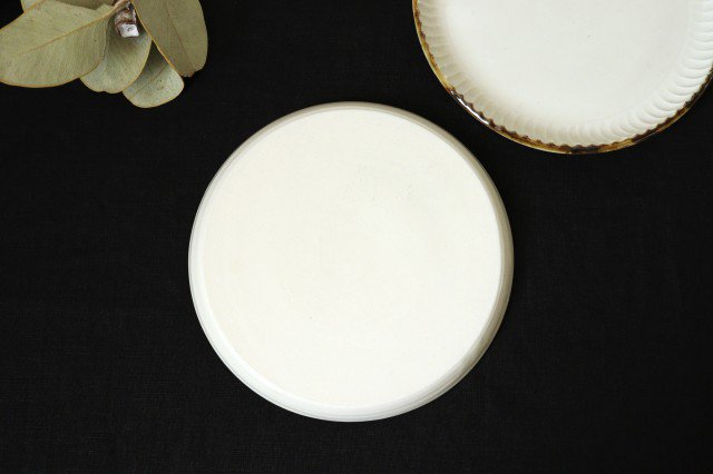 丸平皿 M ホワイト 半磁器 アトリエキウト 小出麻紀子 画像4