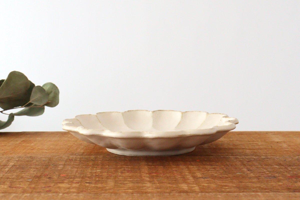 7寸皿 白 磁器 菊花 美濃焼  画像4