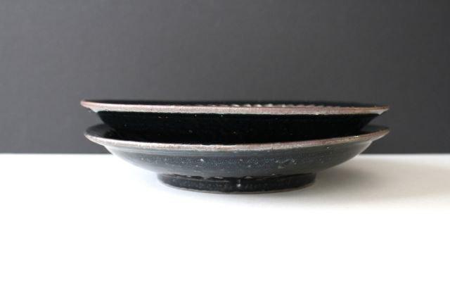 鉄釉 しのぎ8寸皿 陶磁器 陶彩窯 長戸製陶所 砥部焼 画像2