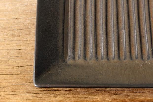 小石原焼 しのぎ角皿 黒マット 陶器 翁明窯元 画像2