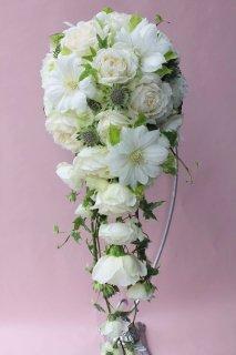 白いお花のキャスケードブーケ