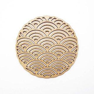 co059 リトアニア木製コースター小「日本の伝統模様、青海波(せいがいは)のような柄」