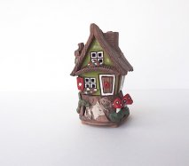 ch006 リトアニア キャンドルハウス きのこがはえた山小屋のようなおうち