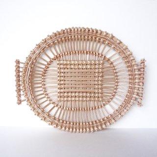 bs009 リトアニアのかご 透かし編みが美しい手編みかご 大きめサイズで平たく持ち手があるタイプ
