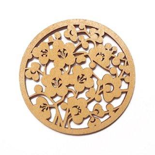 co074 リトアニア木製コースター小「咲き誇る梅の花」