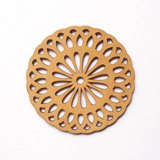 co075 リトアニア木製コースター小「均一的な花びらのお花柄」