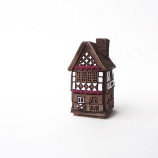 ch024 リトアニア キャンドルハウス ドイツ様式の木組みが素敵な小さなおうち