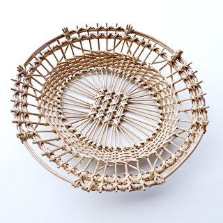 bs017 リトアニアのかご 透かし編みが美しい手編みかご 半円の模様が入った楕円のかご