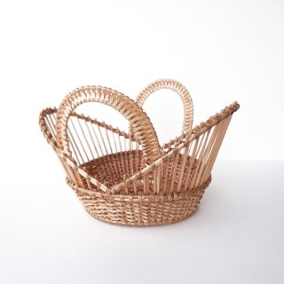 bs020 リトアニアのかご 透かし編みが美しい手編みかご 大胆なデザインの持ち手のあるかご カゴ 籠
