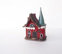 ch029 リトアニア キャンドルハウス 赤茶けた屋根にグリーンのとんがり帽子がついたおうち