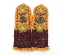 mt096 リトアニア 花刺繍の手編みミトン 幅10.5cm×長さ32cm 山吹色&焦げ茶ベース