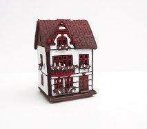 ch034 リトアニア キャンドルハウス 赤い窓枠の白いお家