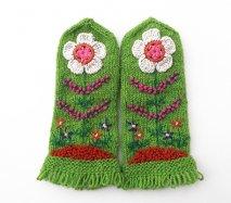 mt110 リトアニア 花刺繍の手編みミトン 幅8.5cm×長さ22cm グリーンベース 小さいサイズ