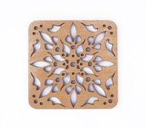 co087 リトアニア木製コースター小「万華鏡を覗いたような柄B」四角
