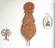 ve020 リトアニア 伝統工芸の壁飾り Verpste ベルプステ 茶ベース 59.5cm
