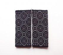 rie033 リトアニア ビーズ編みのリストウォーマー RIESINES 黒地に細かなビーズ装飾がぎっしり ロングタイプ