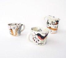 sc006 リトアニア 手びねりの形とラフな手書きイラスト 味のある陶器 マグカップ小