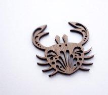 or054 リトアニア EtnoDesignエトノデザイン 木製オーナメント 経験豊富なカニ