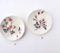 sc008 リトアニア 手びねりの形とラフな手書きイラスト 味のある陶器 取り皿14cm