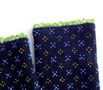 rie086 リトアニア ビーズ編みのリストウォーマー RIESINES 黒地にポツポツお花のような柄にグリーン縁取りビーズ