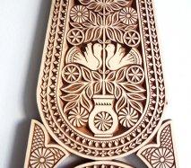 ve029 リトアニア 伝統工芸の壁飾り Verpste ベルプステ 茶ベース 64cm