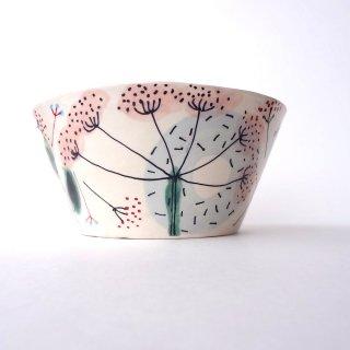 sc011 リトアニア 手びねりの形とラフな手書きイラスト 味のある陶器 ボウル中 17cm