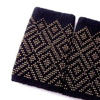 rie121-Asta リトアニア ビーズ編みのリストウォーマー RIESINES 黒地にゴールドの幾何学模様