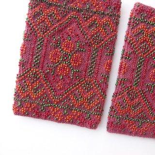rie127-Egle リトアニア ビーズ編みのリストウォーマー RIESINES 濃ピンク地に光り輝くビーズ模様
