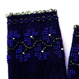 rie133-Milvi リトアニア ビーズ編みのリストウォーマー RIESINES 黒地にブルービーズのお花模様、立体的な縁飾り
