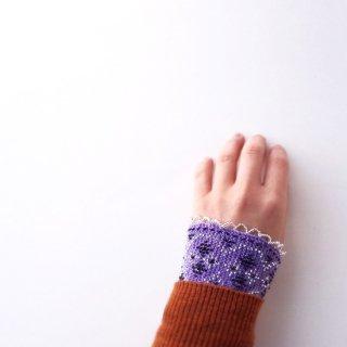 rie138-violeta リトアニア ビーズ編みのリストウォーマー RIESINES 明るいモーブ色に黒とキラキラビーズ