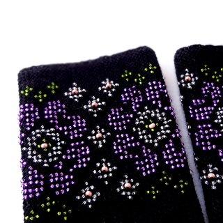 rie139-violeta リトアニア ビーズ編みのリストウォーマー RIESINES 黒地に紫色のお花柄ビーズ