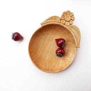 リトアニア 手彫りの木の器、入れもの コロンとしたまあるい形