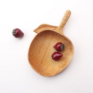リトアニア 手彫りの木の器、入れもの 葉っぱのついたりんごの形