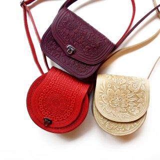 ウクライナ ぷっくりとした凹凸柄の本革型押しバッグ ショルダーバッグ 小さめサイズ