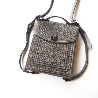 ウクライナ ぷっくりとした凹凸柄の本革型押しバッグ ランドセル型