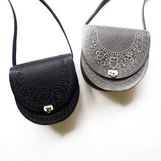 ウクライナ ぷっくりとした凹凸柄の本革型押しバッグ ショルダーバッグ 大きめサイズ