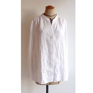 リトアニアリネン マンダリンカラーのシンプルでさりげなく女性らしい白シャツ