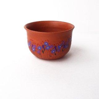 リトアニア Reginaさんの黒陶器 ブラックセラミック リネンの花やチューリップ、赤い実が描かれたテラコッタ色の小さな器