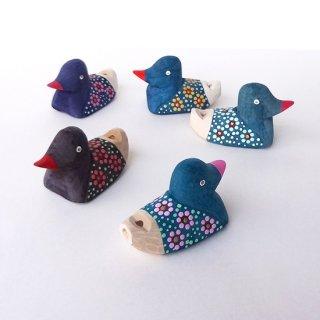 リトアニア 手彫りの笛 お花模様の小鳥の笛 置物