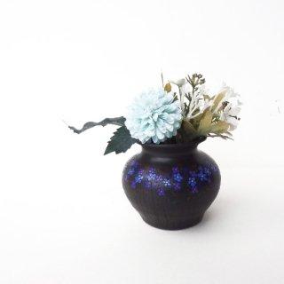 リトアニア Reginaさんの黒陶器 ブラックセラミック チューリップやリネンの花々が咲く小さな花瓶