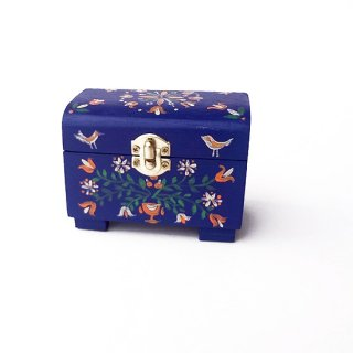 リトアニア 鳥や花が描かれたハンドペイントの小さな木箱