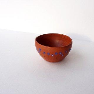 リトアニア Reginaさんの黒陶器 ブラックセラミック リネンの青い花が描かれた小さなカップ