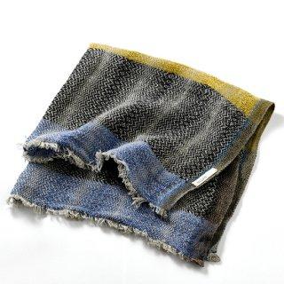 ny112 リトアニアの手織りリネンスカーフ ブラック、ライトブルー、マスタード色のストライプ