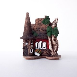 ch045-R311 リトアニア キャンドルハウス とんがり屋根がついた赤いおうち