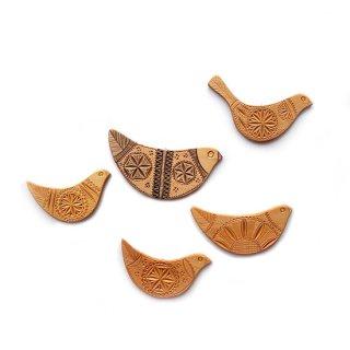 リトアニア ハトサブレみたいな形がかわいい手彫りの小鳥オーナメント