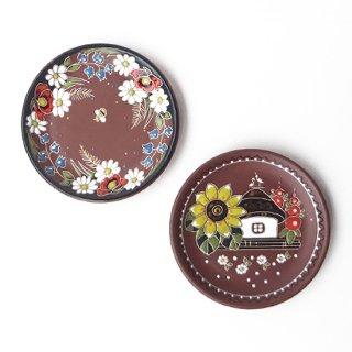 ウクライナ 刺繍のような凹凸柄が素敵な陶器 飾り皿大 直径20cm