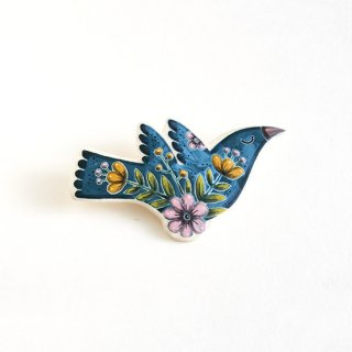 adm008 リトアニアの森の物語がぎゅっと詰まった陶器のブローチ ブルーグリーンの小鳥